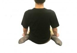 女の子座り(トンビ座り)