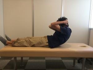 腰を痛める腹筋運動