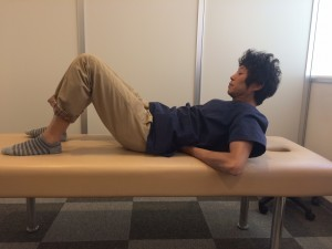 腰を痛めにくい腹筋運動